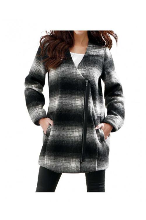 Krátký vlněný kabát, Laura Scott
