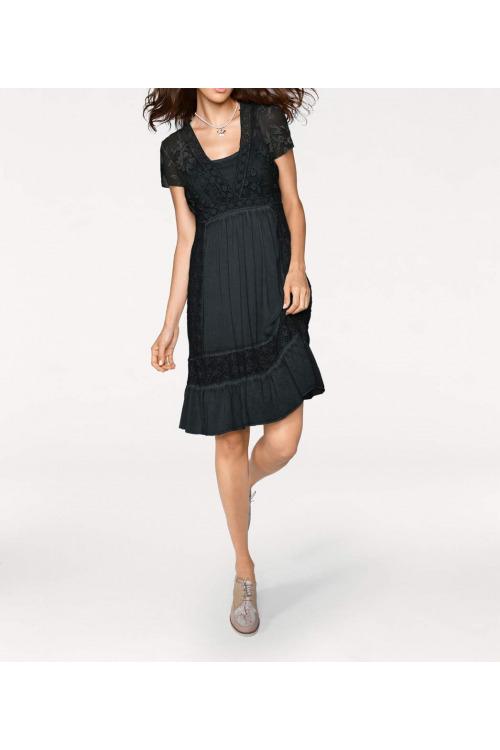 Černé krajkové šaty, Linea Tesini