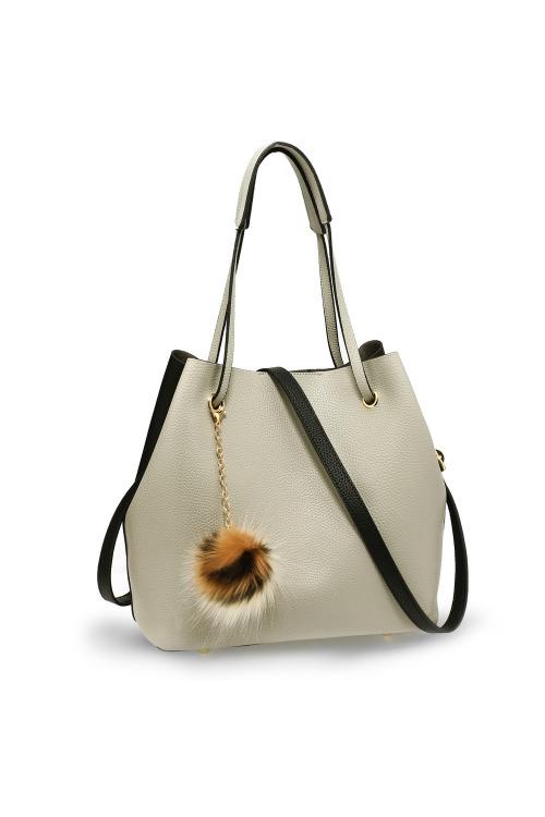 Dámská hobo taška s chlupatým přívěskem (1 ks skladem)