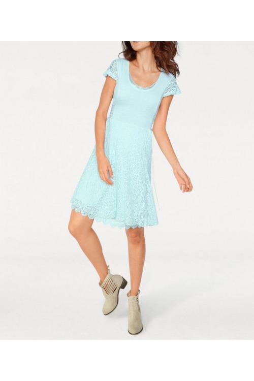 Šaty s krajkou, Linea Tesini