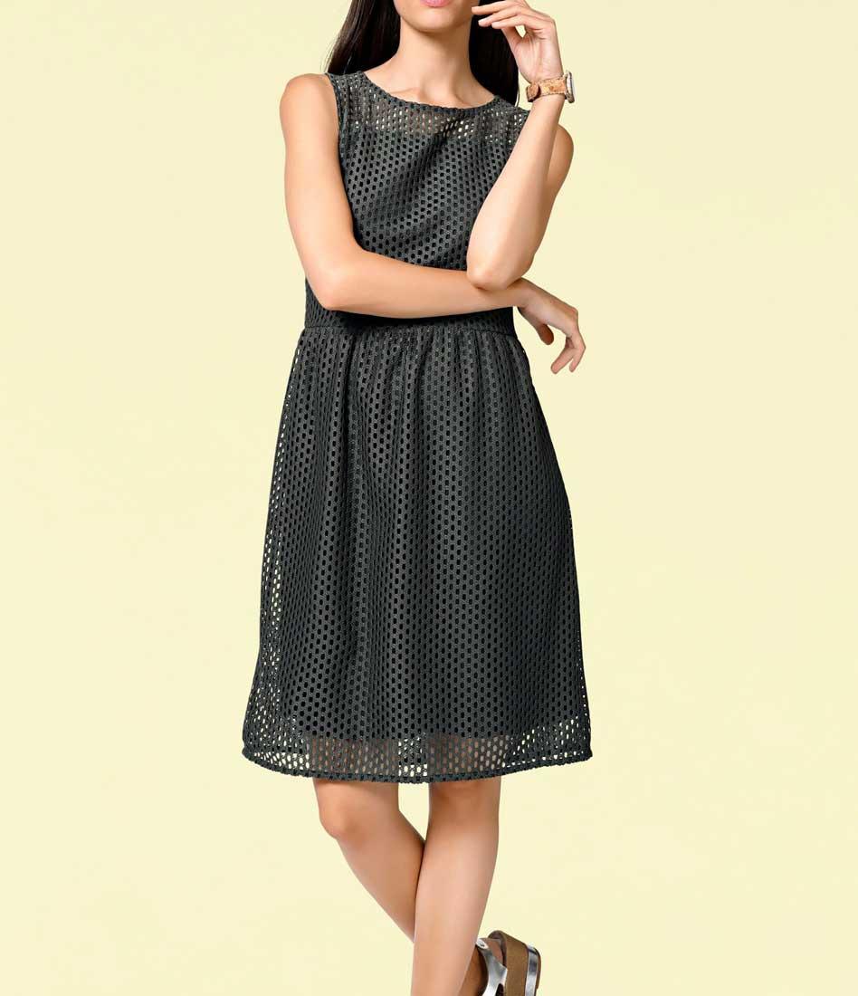 d3c4bc508849 Děrované šaty